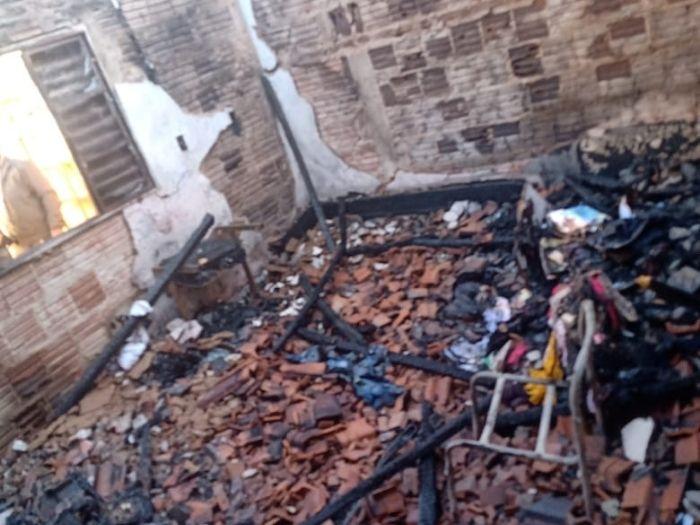 quarto casa queimada incêndio