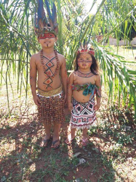 india modelo e o irmão