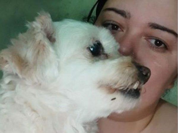 Jamile e cachorrinho de estimação