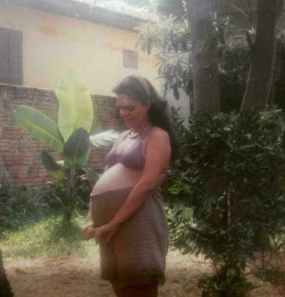 mulher grávida jardim