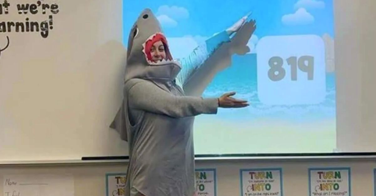 professora ensina matematica baby shark