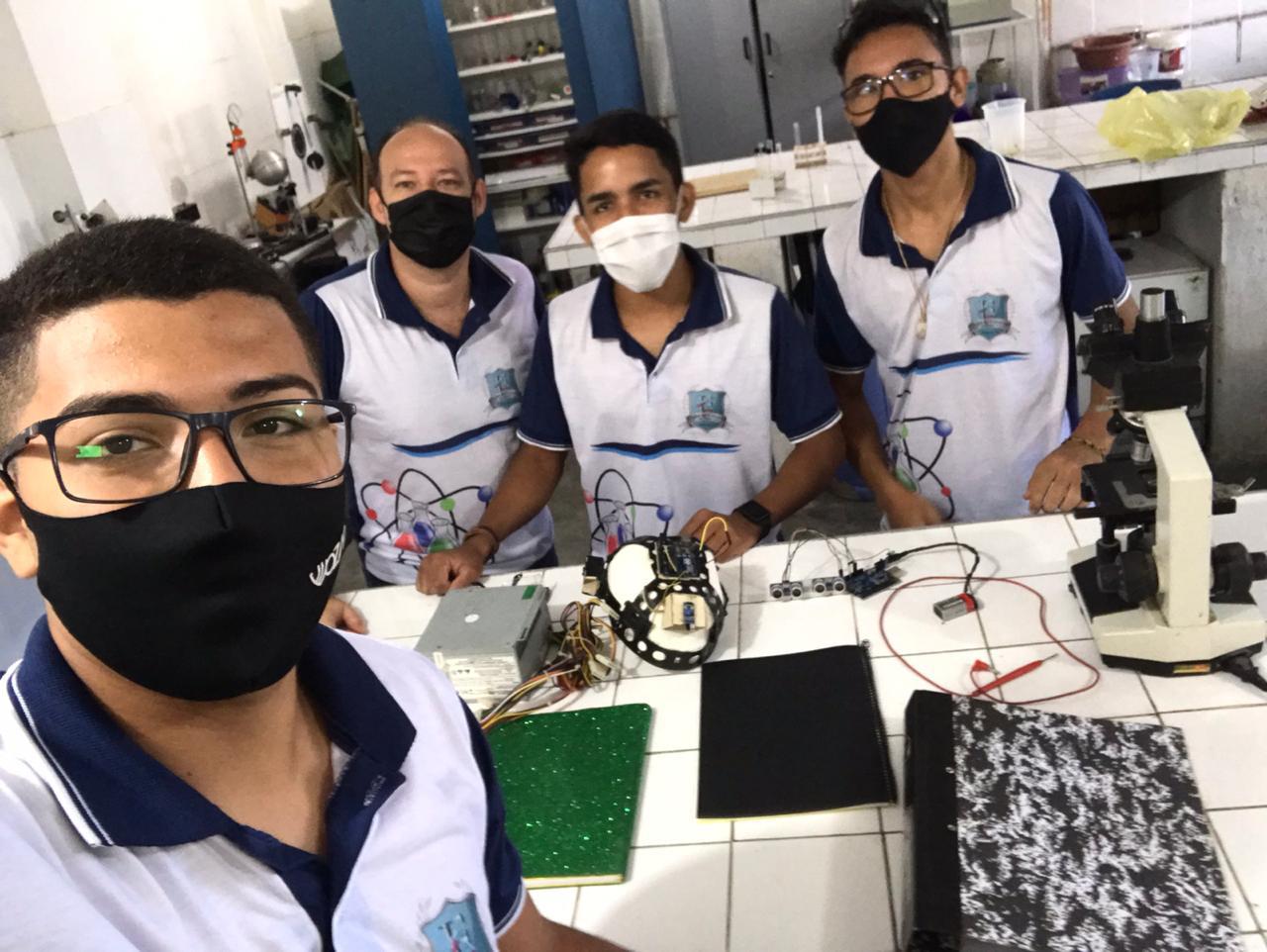 Alunos do CE transformam capacete de construção civil em sensor de movimento para deficientes visuais 3