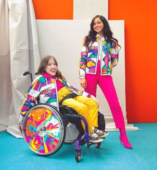 irmãs criam capinhas para cadeiras de roda