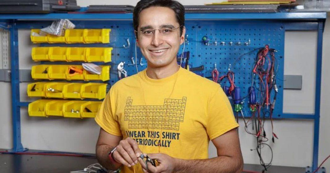 Pesquisador indiano cria aparelho auditivo que pode custar apenas US$ 1 1