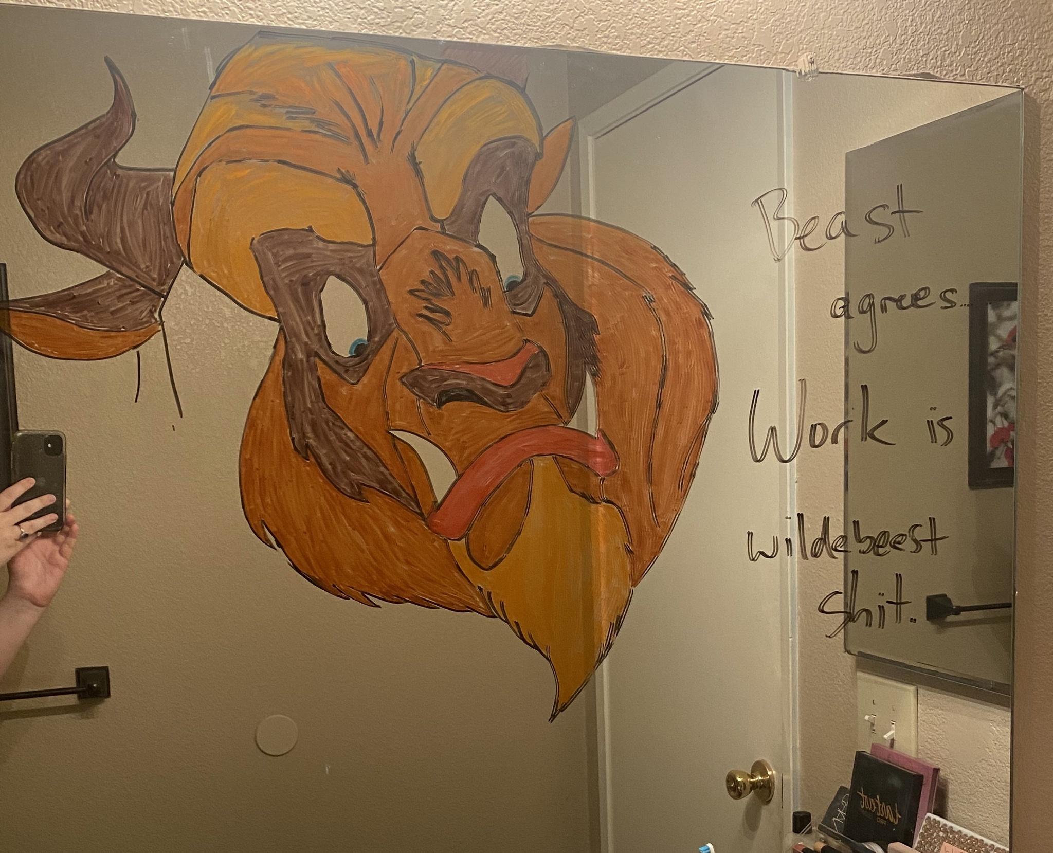 Marido faz desenhos hilários no espelho do banheiro para esposa ir trabalhar mais relaxada 2