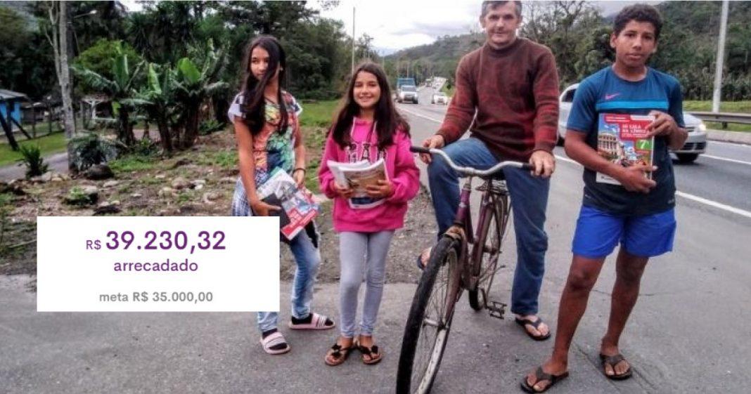 Pai pedala 14 km pelos filhos