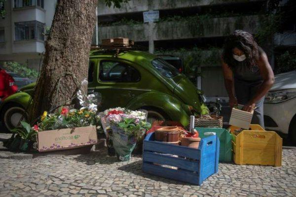florista percorre copacabana em um fusca