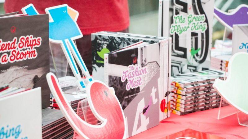 Mais de dez livros já foram publicados, e designer quer que crianças de outros países sejam autoras também