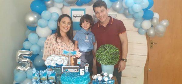 Luiz ganha festa de aniversário com tema ônibus