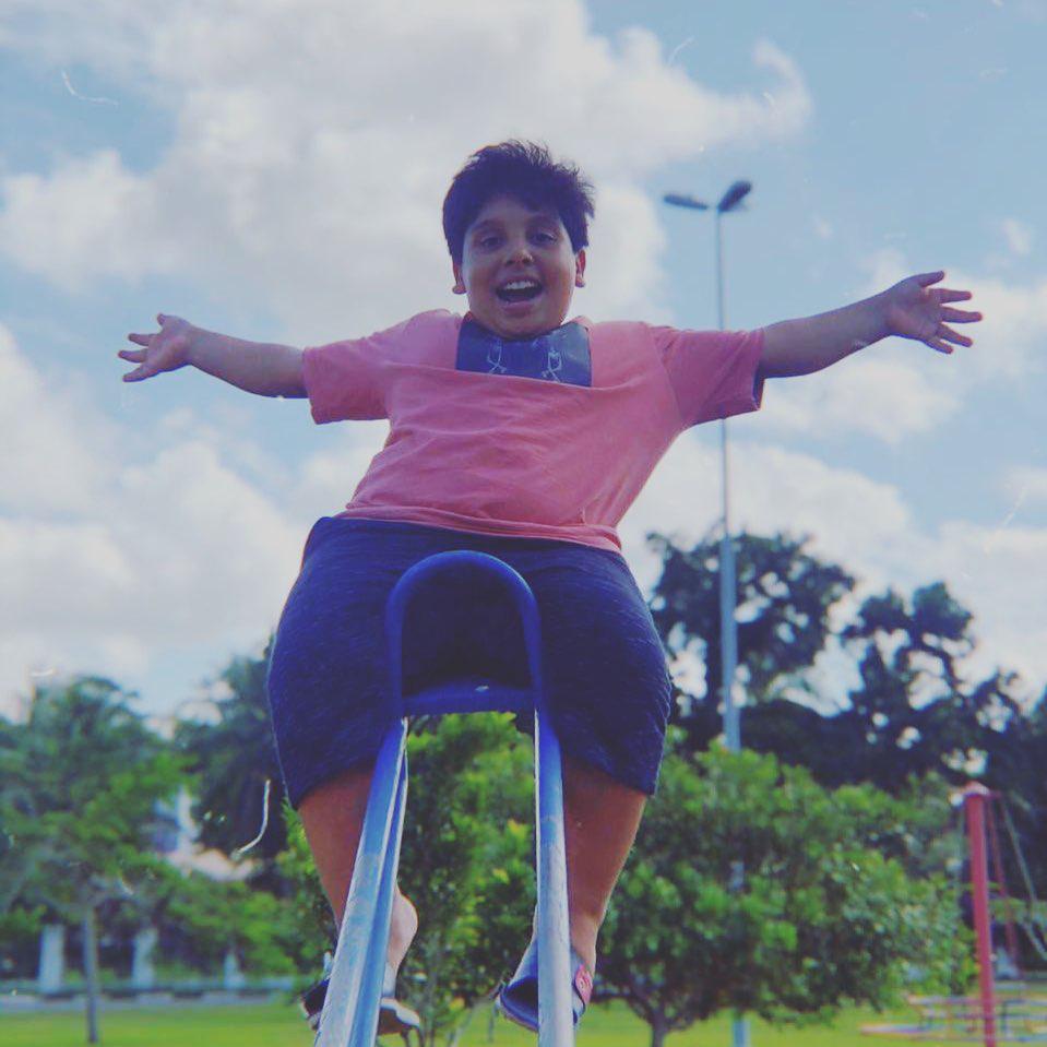 Garoto com nanismo ensina que deficiência não é motivo para tristeza e campanha une desconhecidos para ajudá-lo 1