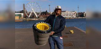 surfista cria dispositivo para limpar oceano