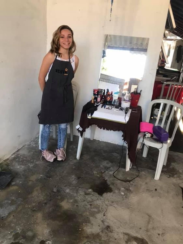 Em um ano, jovem que cortava cabelo por R$ 2 na garagem conquista o próprio salão (SP) 6