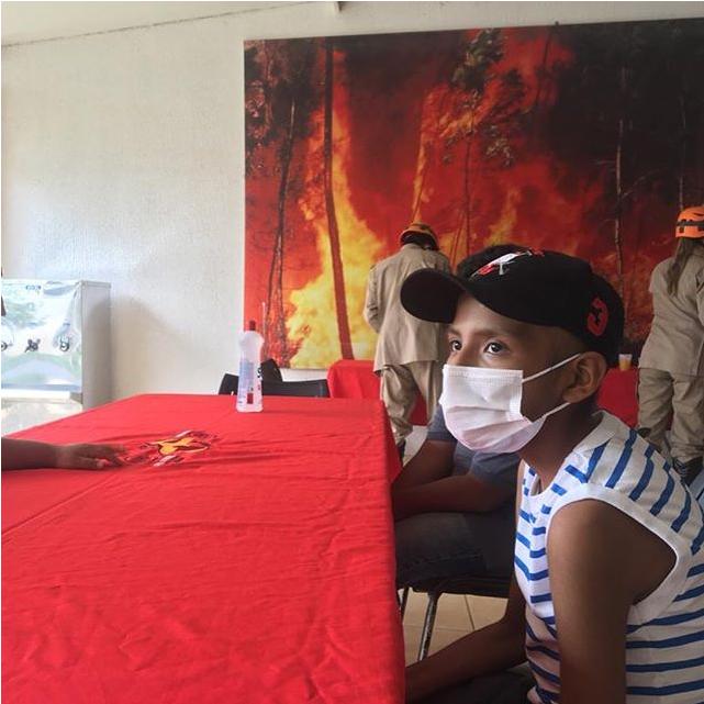 Yvan ganha surpresa do corpo de bombeiros