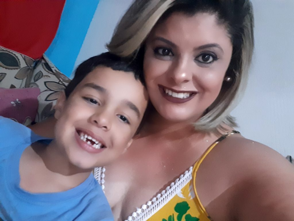 """Madrasta adota enteado autista rejeitado pela genitora: """"Agradeço por ser mãe de um menino especial"""" 4"""