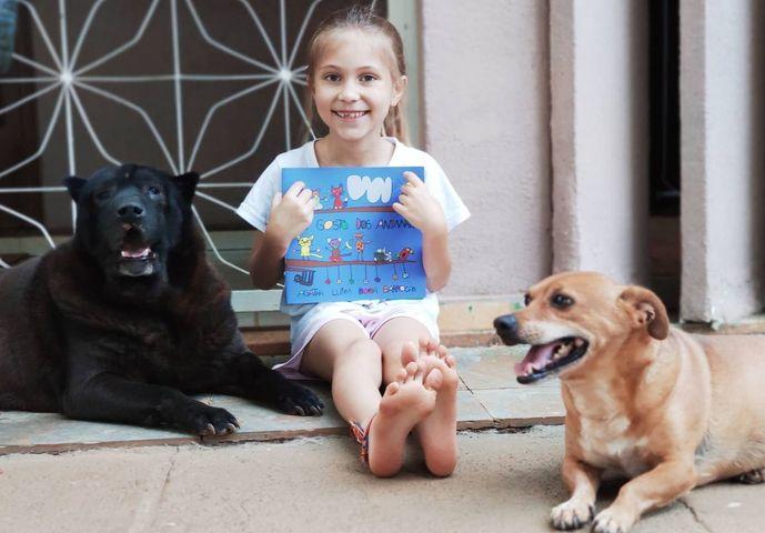 Aos 7 anos, menina lança livro em defesa dos animais 2