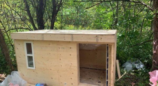 cabana construida para moradores de rua