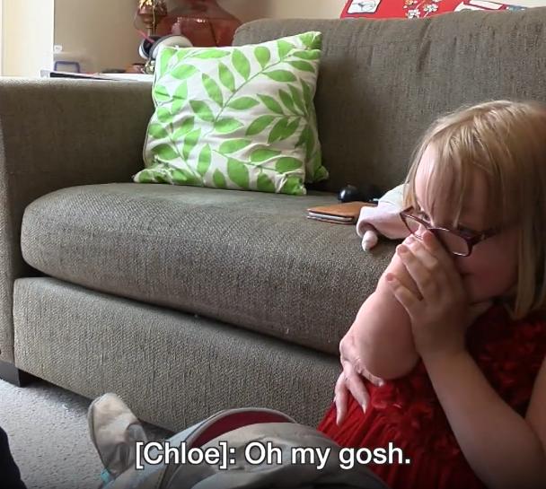 Menino cruza o oceano para presentear Chloe, de 8 anos, com prótese que fez exclusivamente pra ela 2