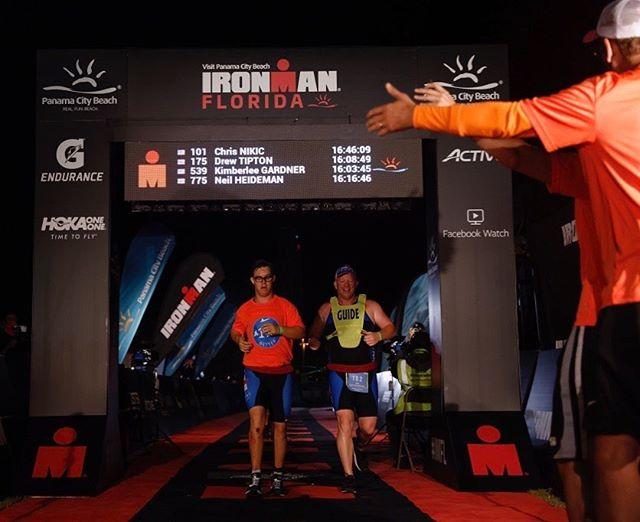 Americano de 21 anos se torna o primeiro com Síndrome de Down a completar Ironman Triathlon 2