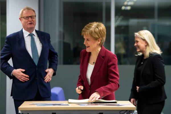 Escócia dá absorvente gratuitamente
