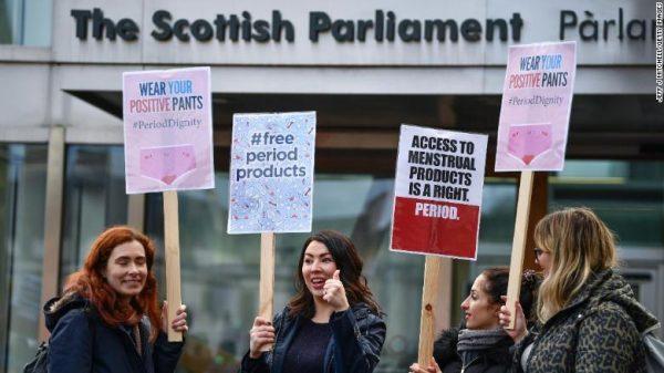 Escocia aprova lei para absorvente gratuito