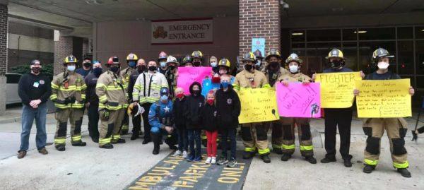 bombeiros fazem homenagem a garotinho