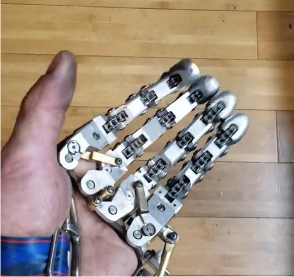 mão mecanica