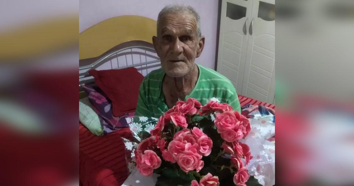 idoso recebe dezenas de flores após viralizar