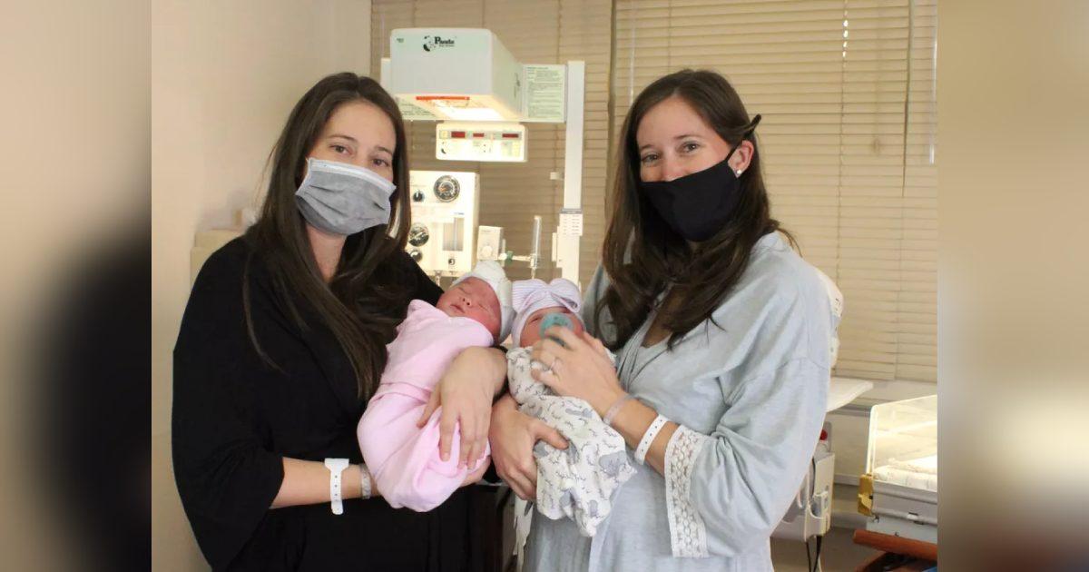 irmãs dão a luz no dia do aniversário