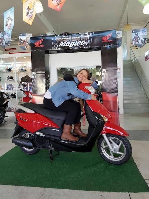 jovem na moto