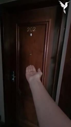 """""""Casei com meu vizinho"""". Mulher viraliza com vídeo contando sua inusitada história de amor! 2"""