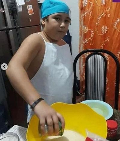 menino prepara festa sozinho 4