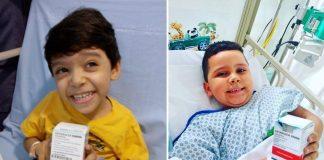 Crianças em leito de hospital segurando medicamento spiranza de tratamento da AME e sorrindo