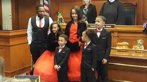 pai solo adota 5 filhos 3