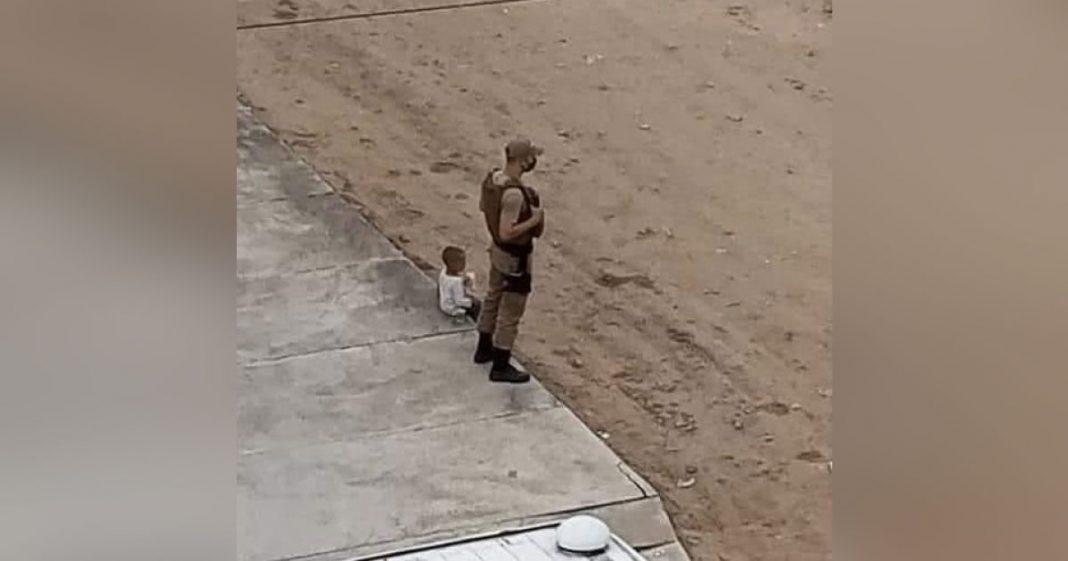 Policial faz amizade com garoto