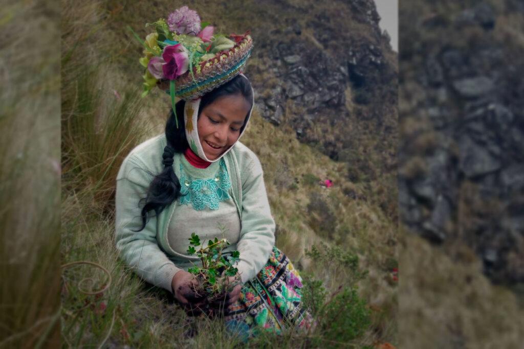 mulher indígena peru reflorestando cordilheira dos andes