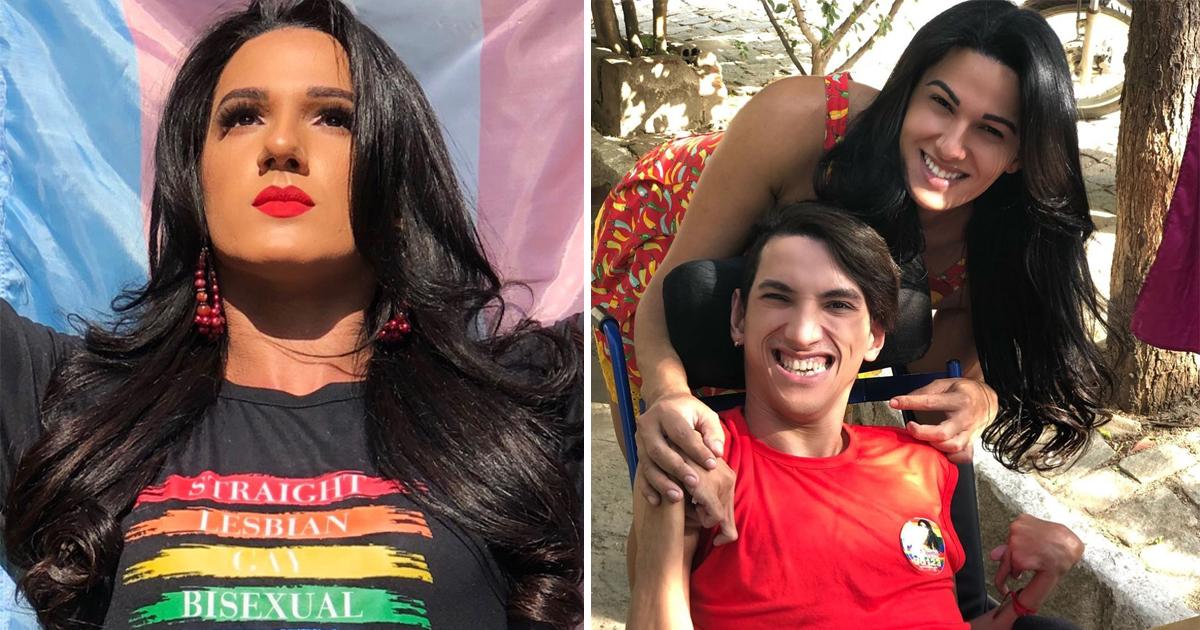 mulher ergue bandeira pessoas trans