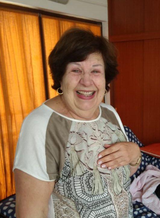 idosa sorrindo emocionada após aprovação vestibular segundo lugar