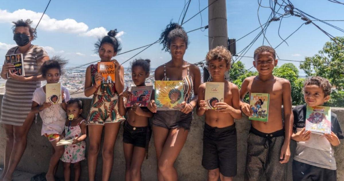 Bienal doa livros para comunidade