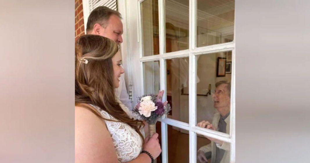 casal se casa duas vezes para avó ver