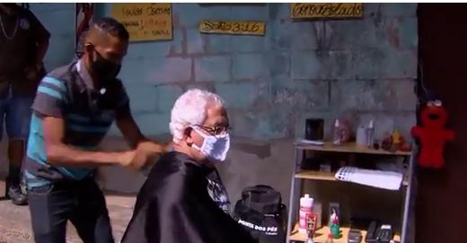 ex-detento abre barbearia embaixo de viaduto