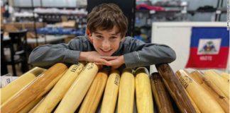 Garoto fabrica tacos de beisebol para ajudar vítimas da chuva