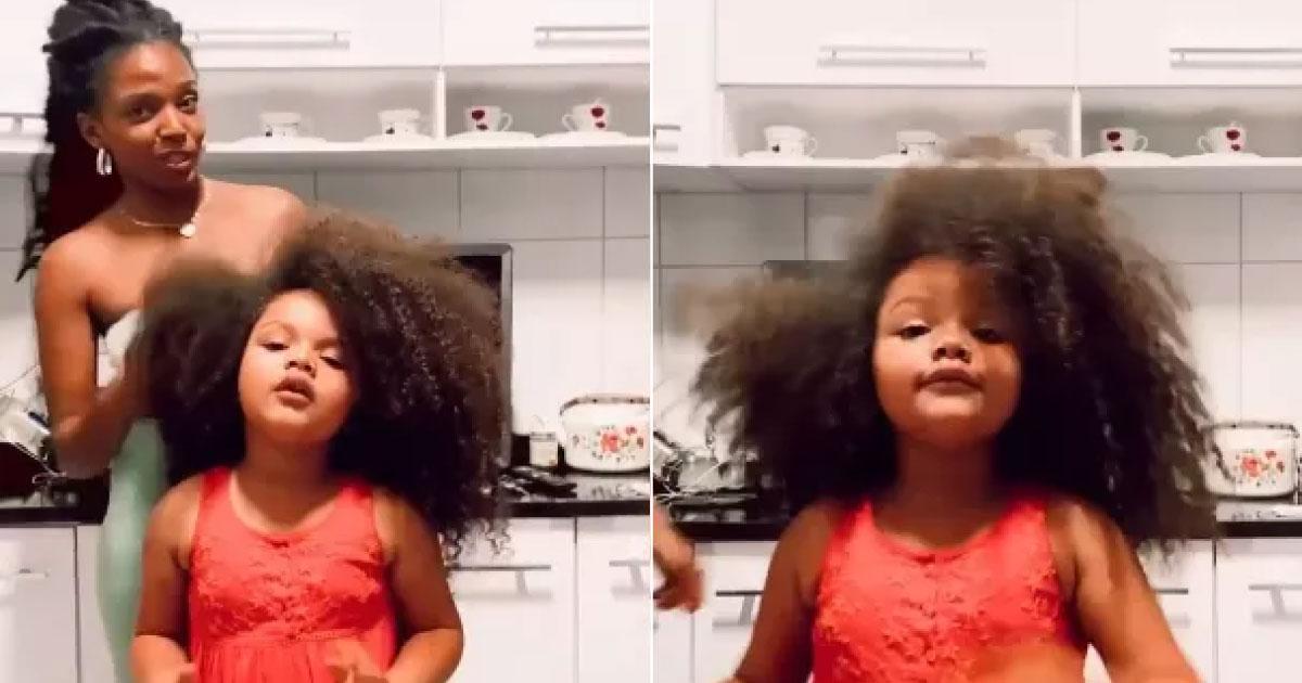 Menina fala empoderada de seus cabelos crespos