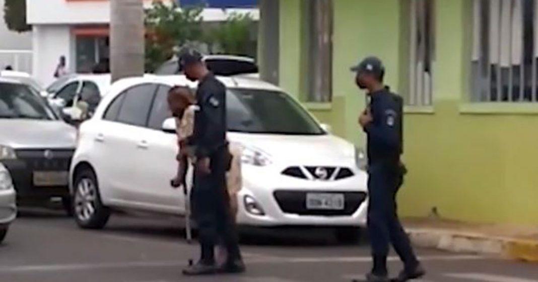 [VÍDEO] Policiais param o trânsito e ajudam idosa a atravessar avenida movimentada em Três Lagoas (MS) 1