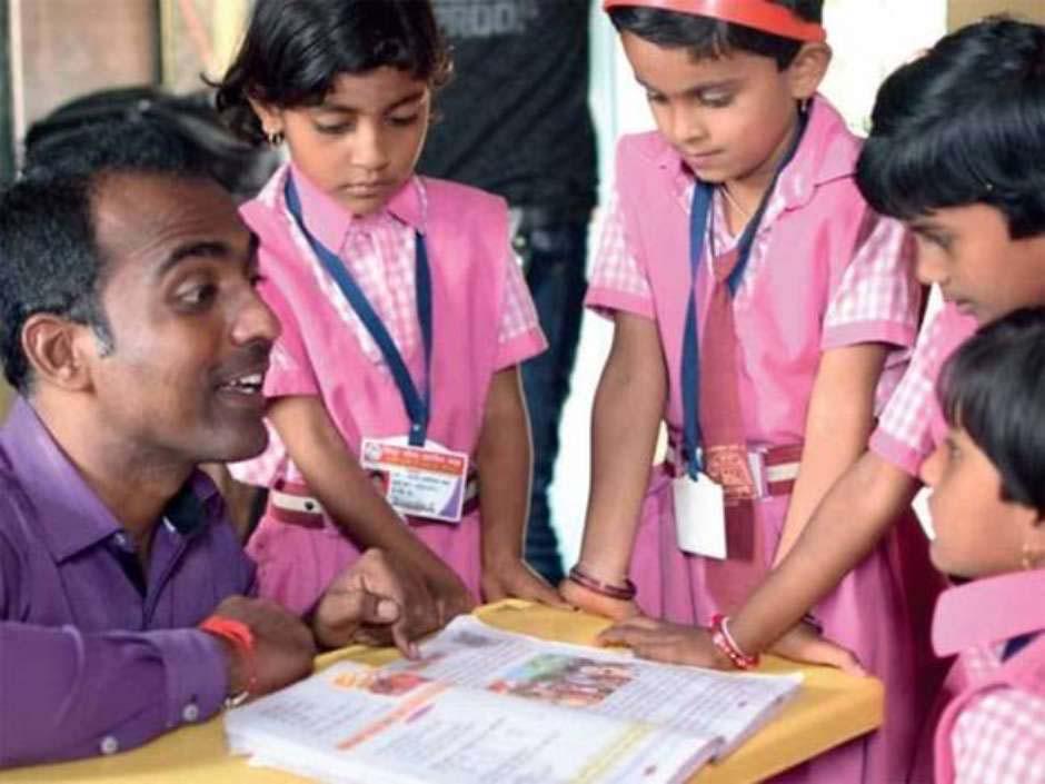 """Professor indiano vence """"Nobel da Educação"""" e divide dinheiro do prêmio com outros finalistas 3"""