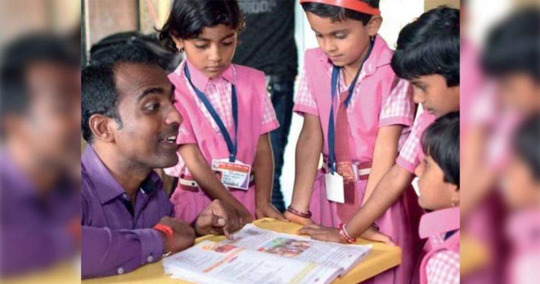 """Professor indiano vence """"Nobel da Educação"""" e divide dinheiro do prêmio com outros finalistas 4"""