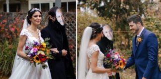 Noiva de branco e com buquê entrando em casamento com homem usando máscara no rosto com a foto do pai da noiva e casal se se casando com máscara contendo foto do pai da noiva ao fundo