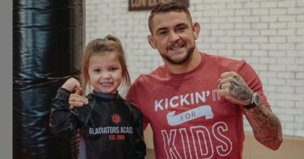 Campeão do UFC cria fundação para ajudar pessoas carentes de sua cidade natal, Louisiana (EUA) 3