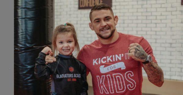 lutador cria fundação para ajudar pessoas carentes