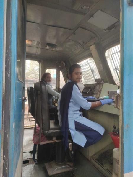 trem comandado por mulheres na Índia