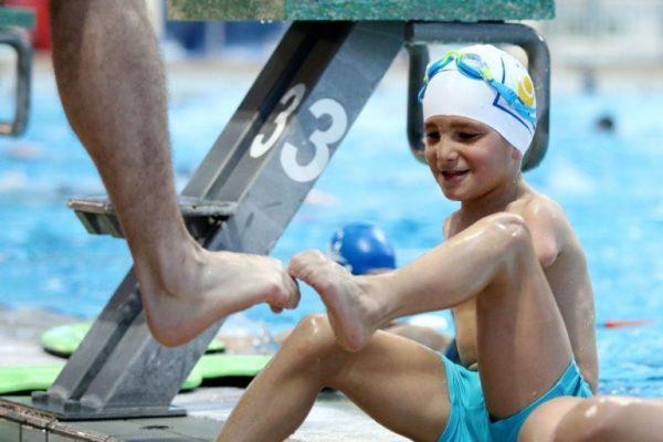 garoto sem braço é escolhido atleta do ano